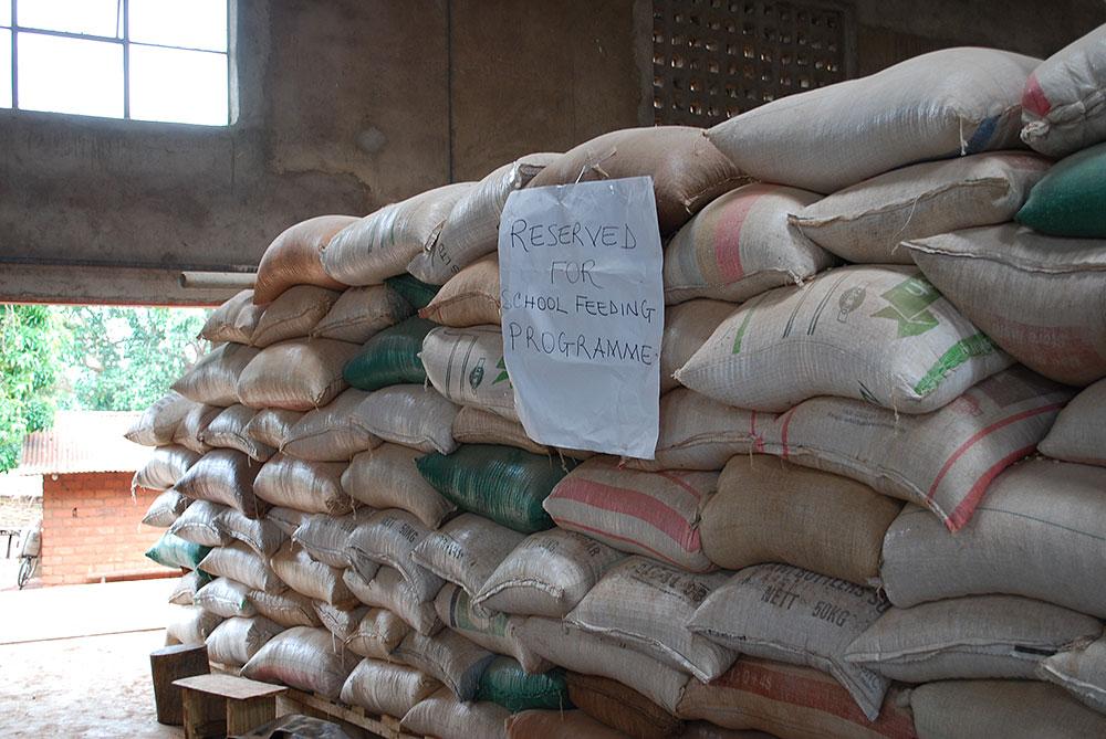 マラウィ 給食材料・メイズの粉 (TFTからの支援)