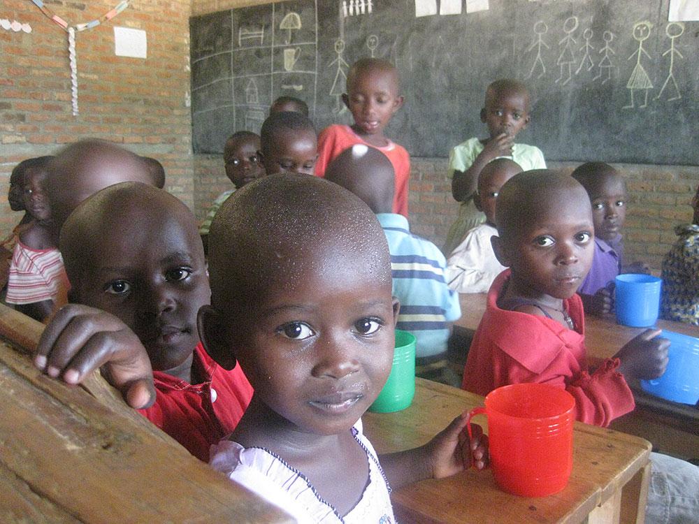 ルワンダの幼稚園での給食