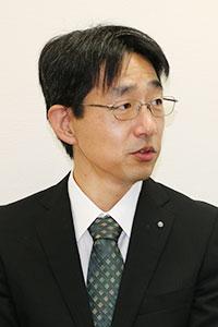 三井 康敬氏